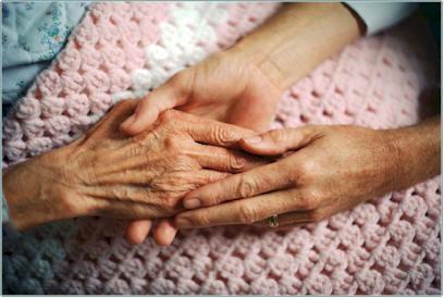 cuidadora-ancianos-dependientes-ninos-16255577_3